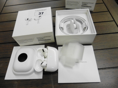 Set of Apple Airpod Pro with wireless charging case and box