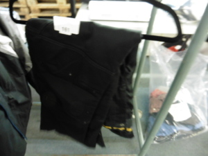 Pair of DeWalt cargo work trousers size 36/32