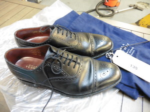 Pair of Charles Tyrwhitt black leather Oxford Brogues UK size 8 (used)